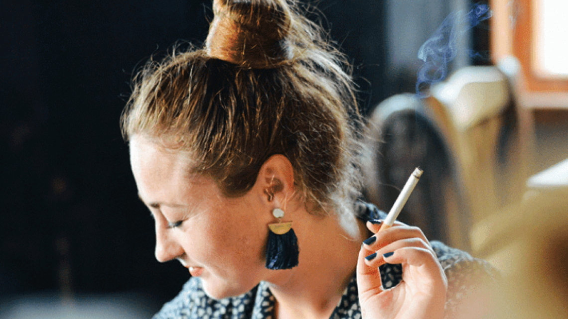 Rauchgeruch entfernen: Die besten Hausmittel & Tricks